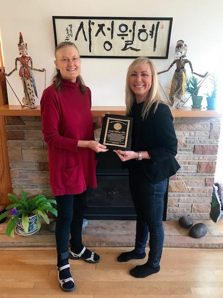 Tonie Protzman presenting Lifetime Achievement Award to Linda Webber